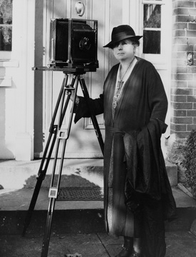 Frances Benjamin Johnston working on the CSAS in 1935.