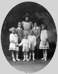 Queen Victoria Eugenia and her six children