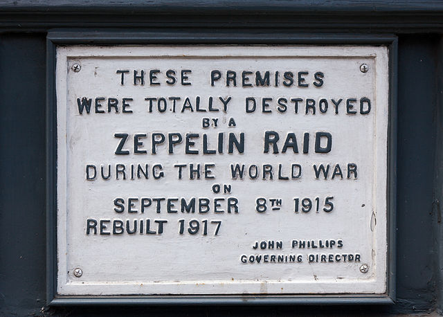 Plaque marking site of Zeppelin raid of September 8, 1915, on 61 Farringdon Road, London.
